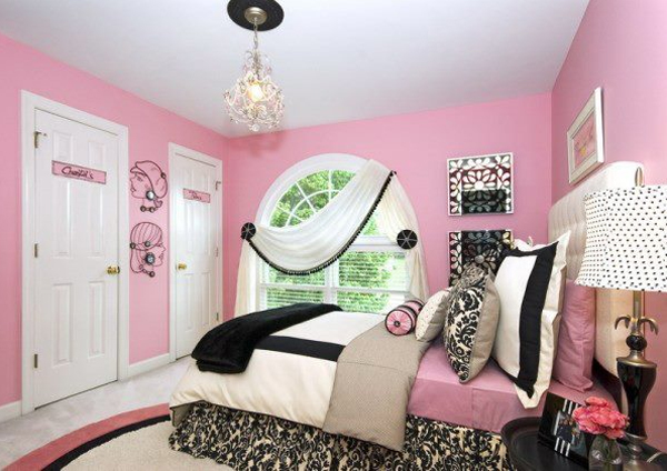 Black, white and pink combine to create a stylish and modern girls' bedroom