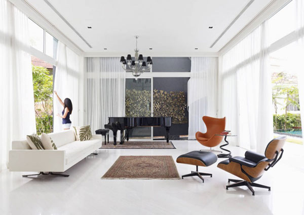 Blend in other iconic pieces of decor along with the Eames Lounge & Ottoman