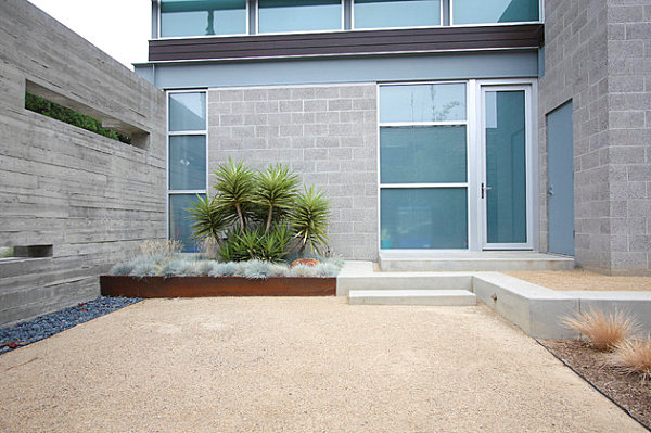 Clearly defined spaces in a modern yard