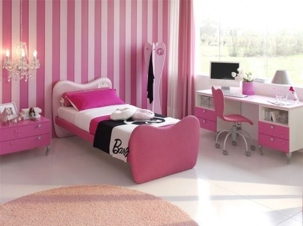 Cute and cozy girls' bedroom idea in pink