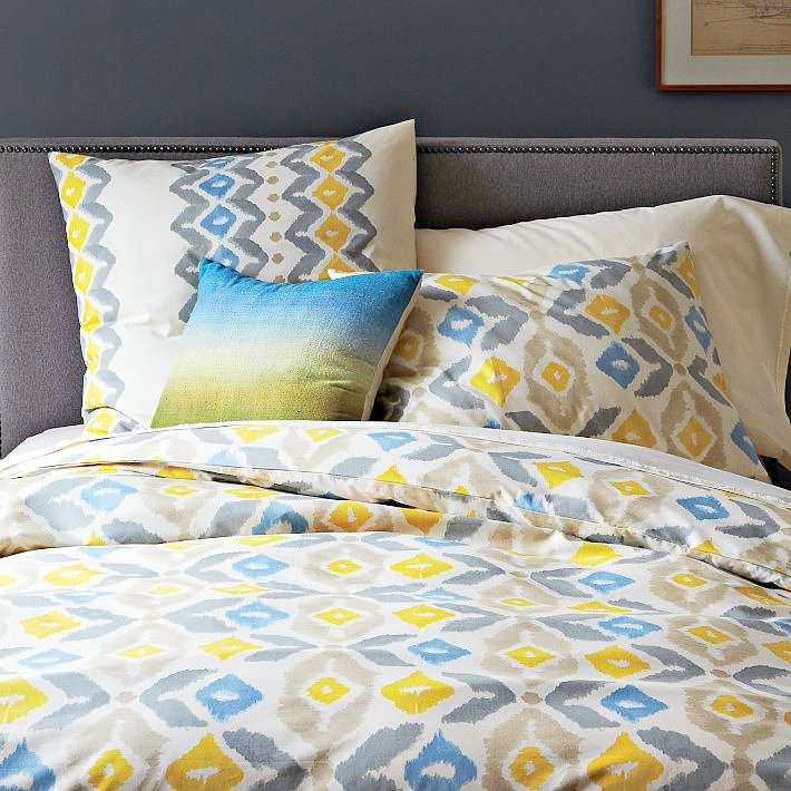 Duvet cover with corresponding paint shade