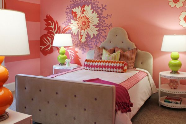 Flower mural perfectly blends pink, red, purple and green in this compact girls' bedroom