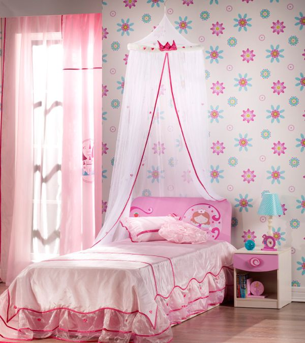 Flowery wallpaper brings in a sense of freshness to the pink setting