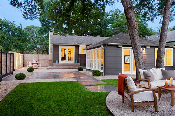 Gravel and stepping stones in a modern yard