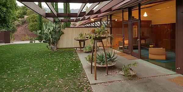 Interesting planters in a modern yard