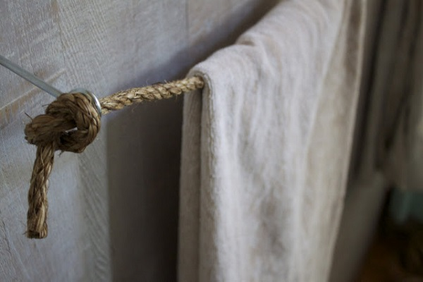 Knotted rope towel rack DIY