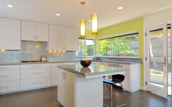 Large windows make working at the corner sink in the kitchen a lot more refreshing!