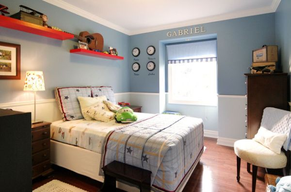 Light and dark blue are combined to create two-toned walls that make a lovely backdrop for kids' bedroom