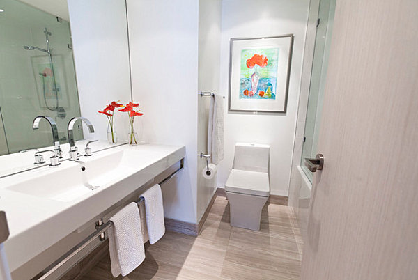 Minimalist bathroom with colorful details