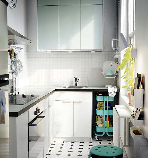 Minty accents in a vintage-meets-modern kitchen