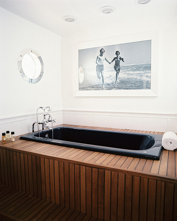 Nautical bathroom with modern style
