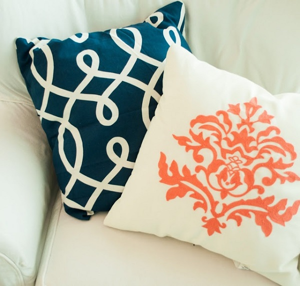 Navy blue and white accent pillow DIY