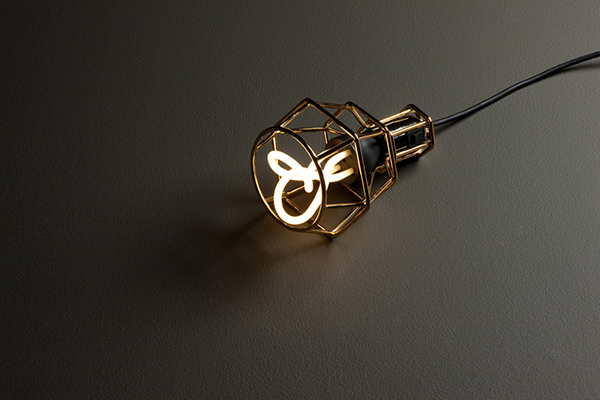Plumen Lamp1