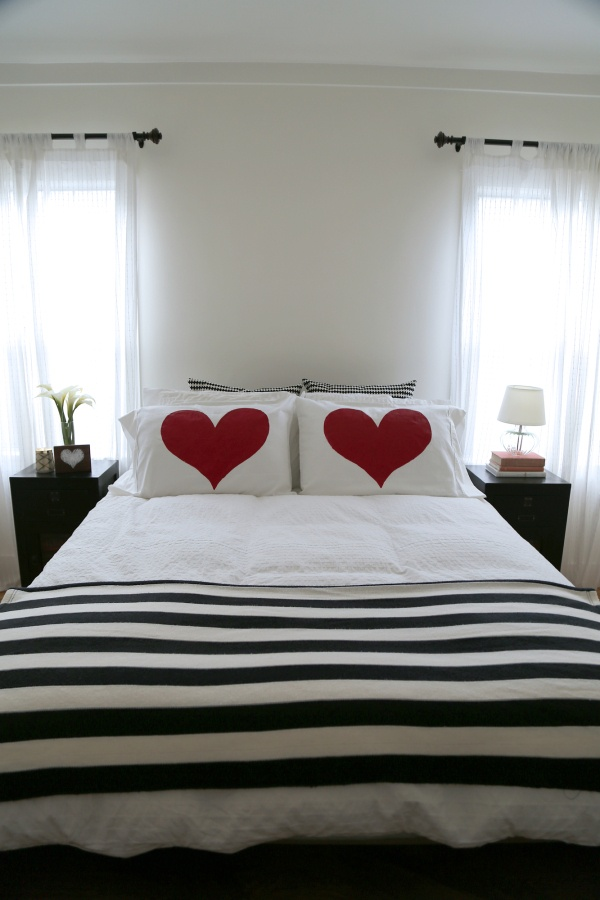 Red heart bedroom pillow DIY