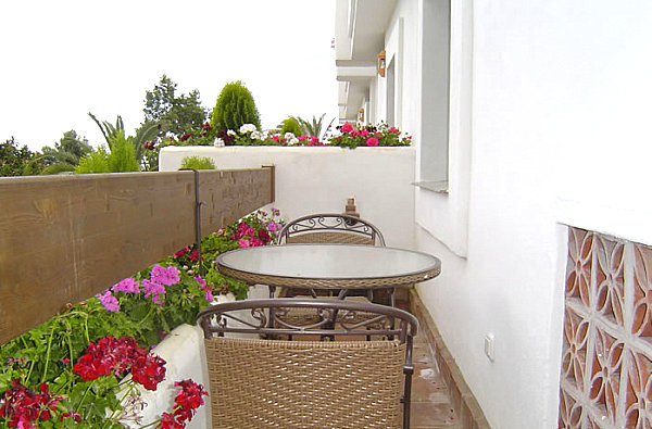 Small balcony design ideas photos and inspiration for Balcony wall decoration