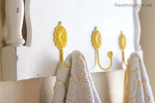 White headboard towel rack with yellow daisy hooks