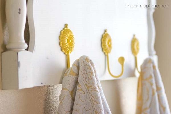 White headboard towel rack with yellow daisy hooks