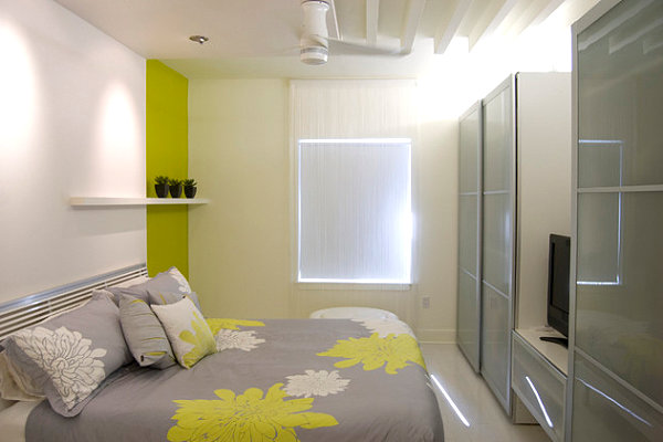 Yellow-green details in a modern bedroom