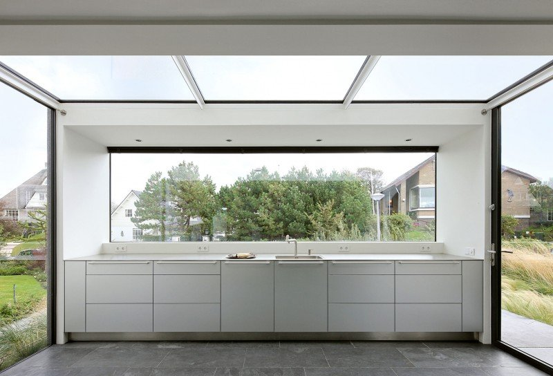 glassy contemporary kitchen