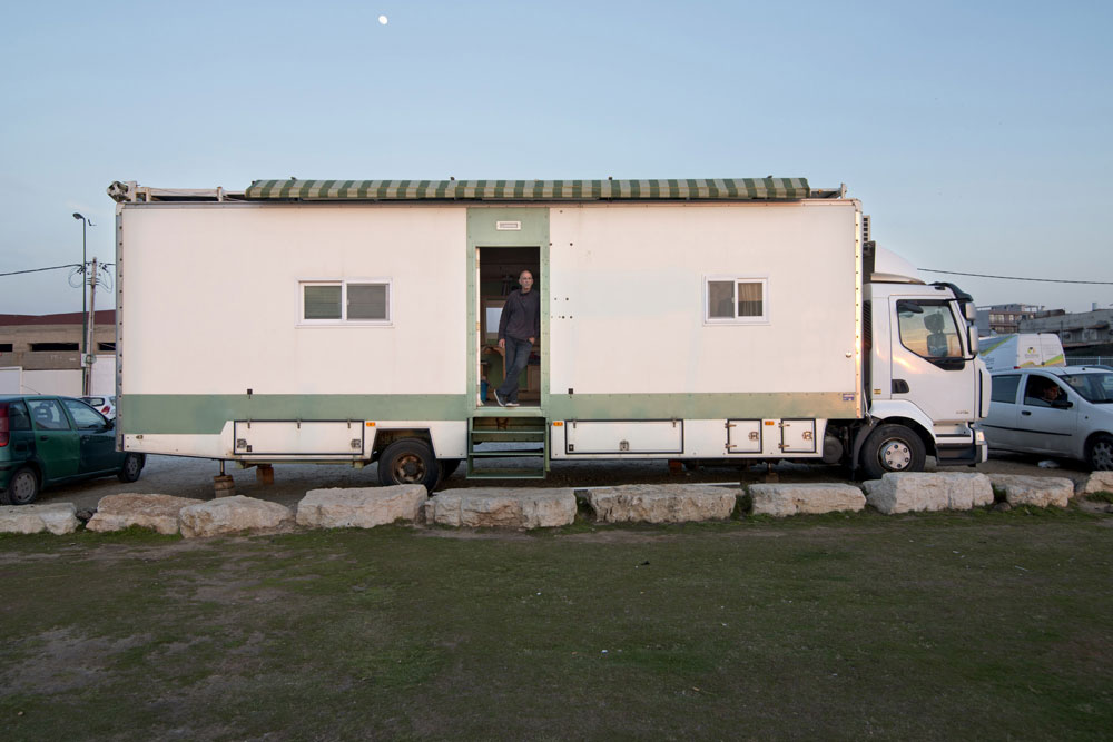 truck home Truck Home: Ingenious Israeli Turns Truck Into Exquisite & Ergonomic House On Wheels
