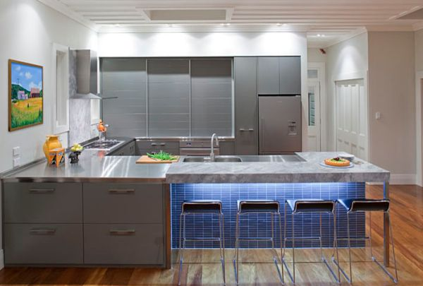 A hint of blue for the sleek kitchen in grey