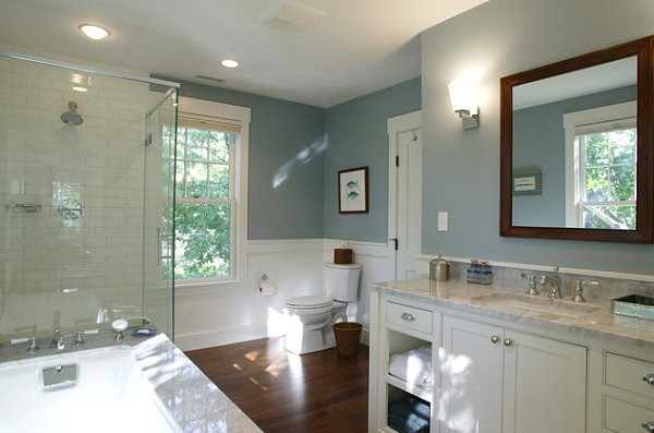 Bathroom in a shade of gray-blue
