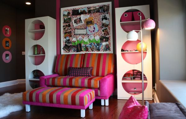 Chic pre-teen bedroom in orange, chocolate and fuchsia
