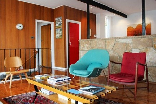 Combination of colorful classics in the living room