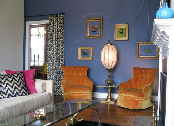 Couch cushions allow you to experiment with a range of accent shades effortlessly