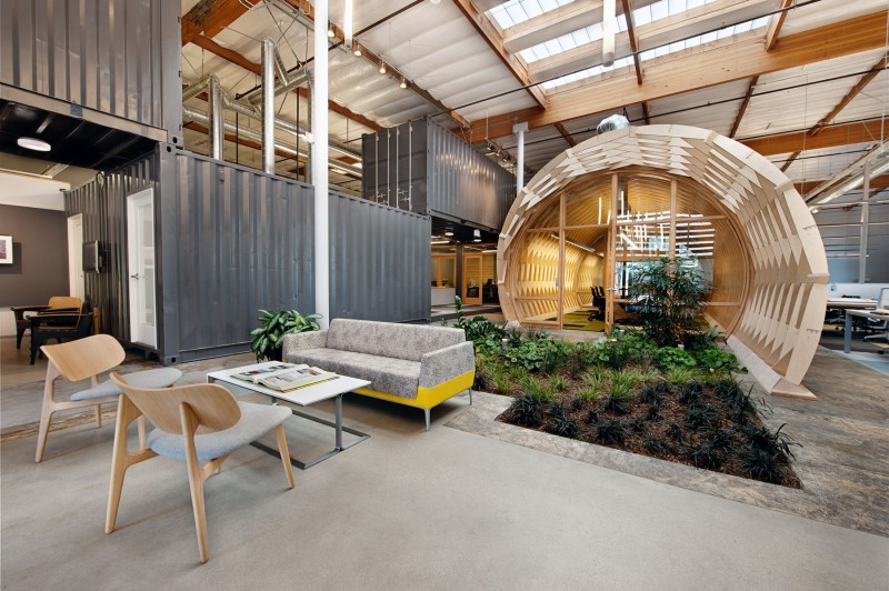 Contemporary office space in california blends creativity for Interior design for office space