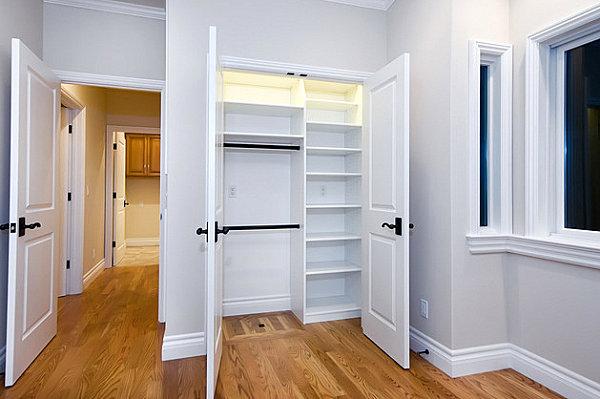 Empty room and closet