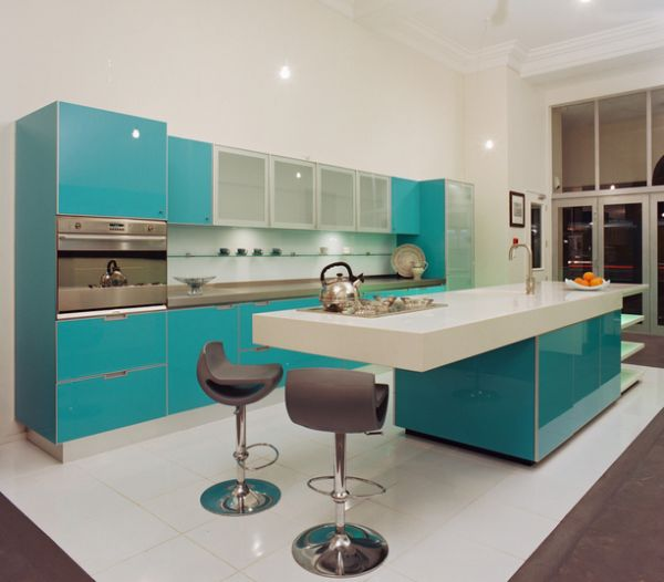 Gorgeous kitchen cabinets combine white and turquoise