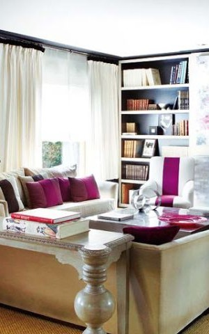 Gorgeous modern living room seems to paint a tribute to fuchsia