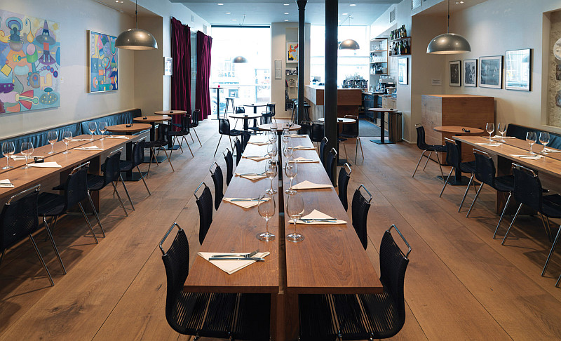 Jazzhus Montmartre legendary long tables - Dinesen HeartOak