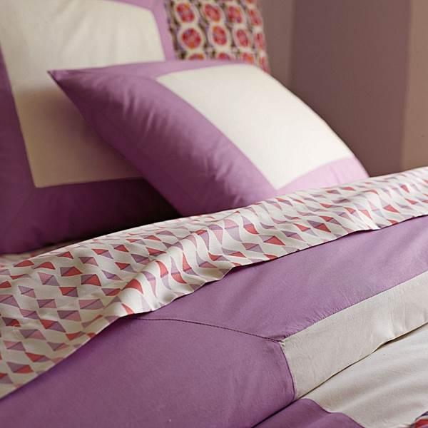 Lilac geometric bedding