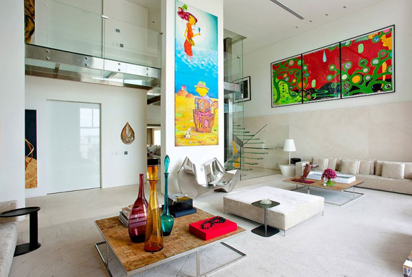 View in gallery Luxurious spaces with colorful details (3)