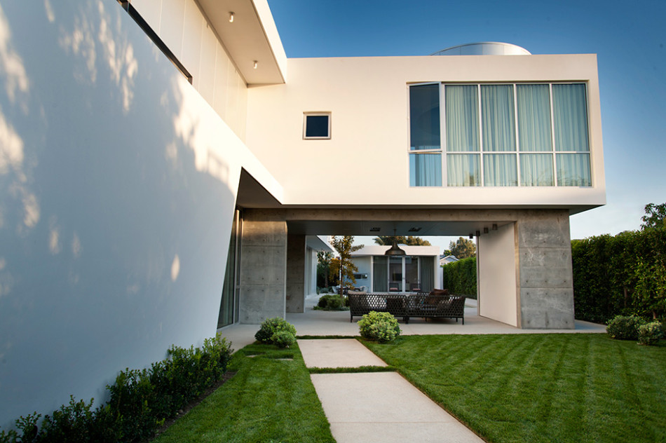 Modern California Home with white stucco