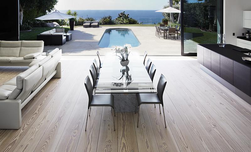 Modern Malibu residence with Dinesen flooring