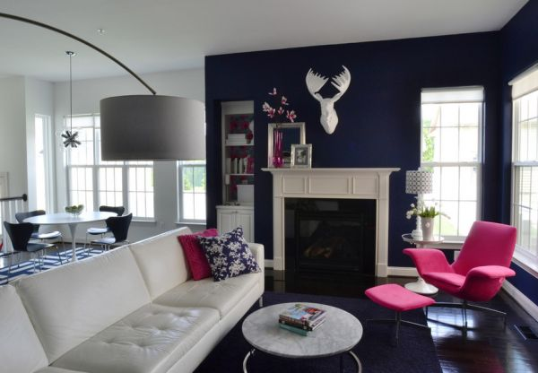 Navy blue and white living room with carefully placed hints of fuchsia