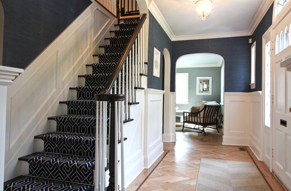Navy foyer celebrates coastal style