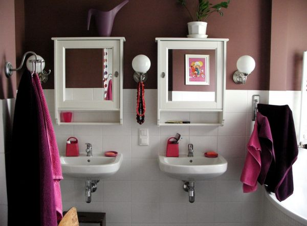 Purple and fuchsia touches to a contemporary bathroom in white