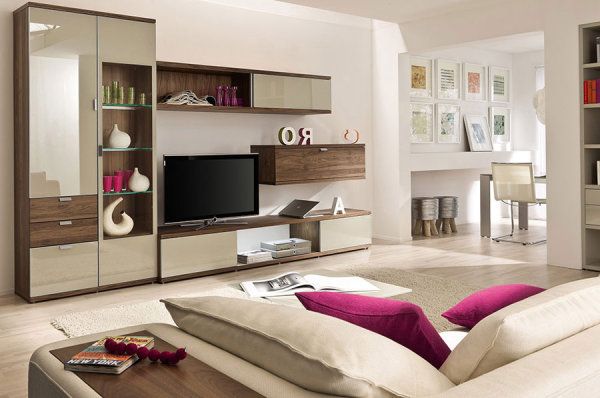 How to decorate with beige - Beige and purple living room ...