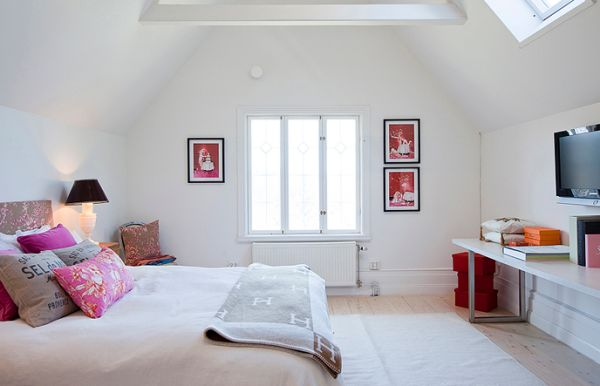 Simple and stylish way to add touches of fuchsia and red to the bedroom