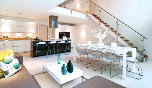 Vases and glassware are a popular way of adding turquoise accents to contemporary interiors