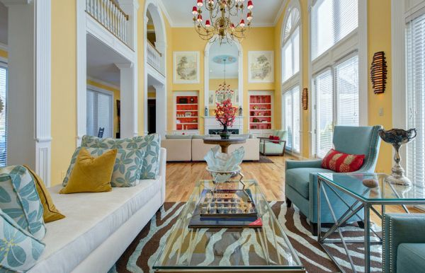 Warm yellow and cool turquoise make a chic combination