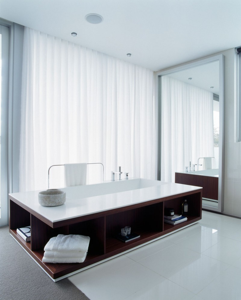 bath tub with storage space