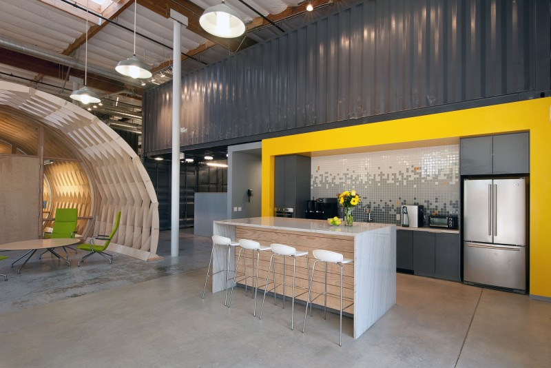 Contemporary office space in california blends creativity for Awesome warehouse kitchen design