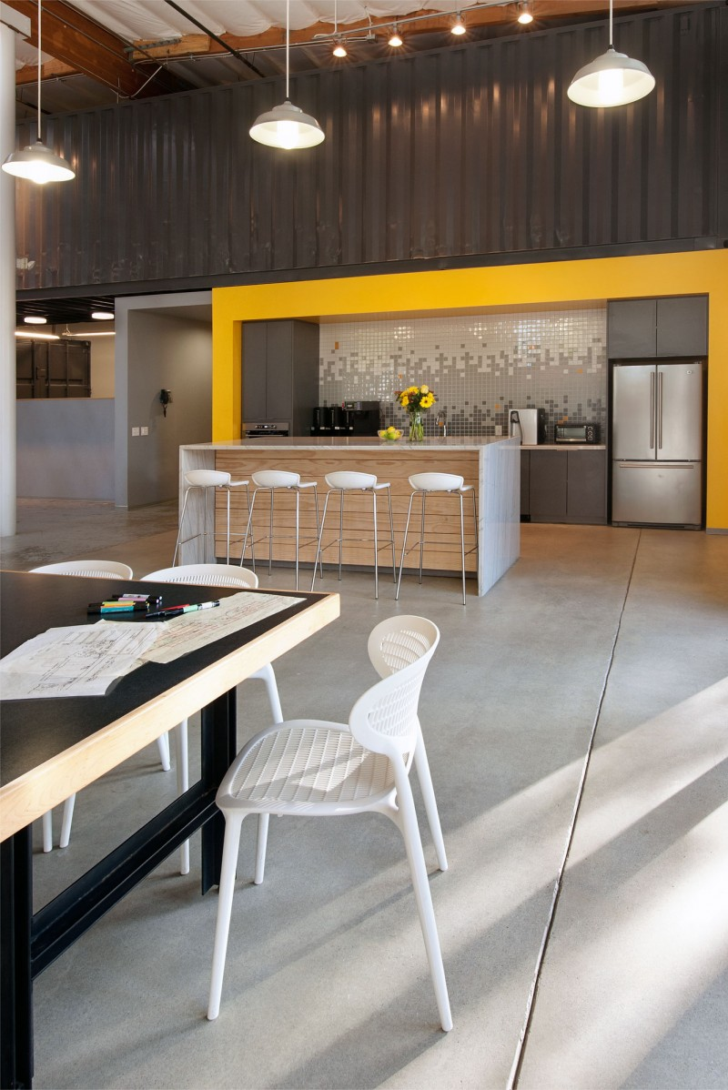Contemporary office space in california blends creativity for Best modern offices