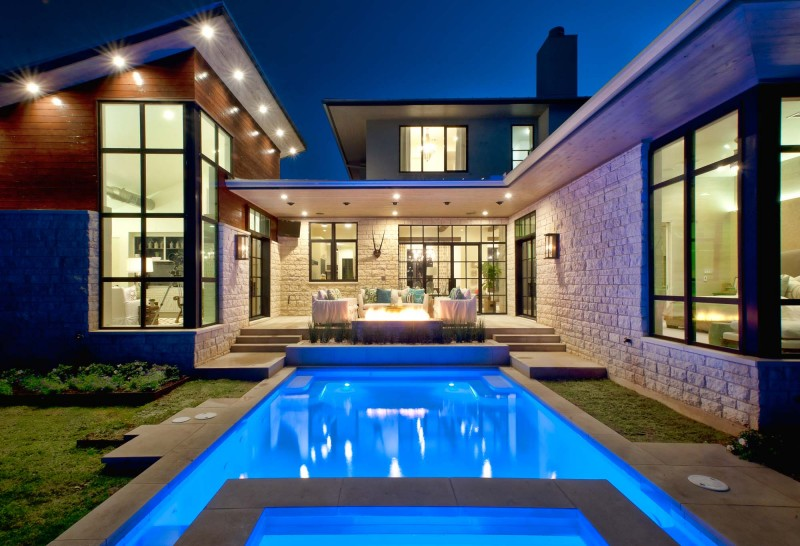 Contemporary Texas Residence Combines Antique Touches With Cool Blue Accents