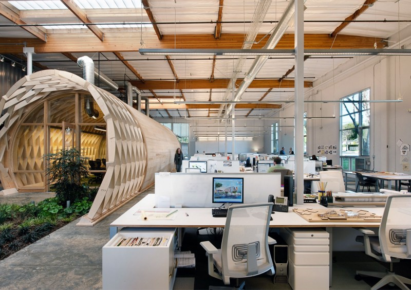 Contemporary office space in california blends creativity for Unique office spaces